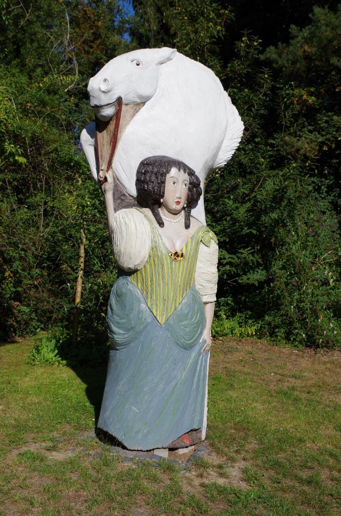 Die Figurenbeute von Birgit Jönssen im Garten...